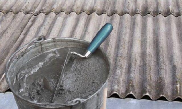 Ремонт шиферного покрытия можно произвести с использованием цементного раствора или качественного, атмосферостойкого клея для фасадной плитки