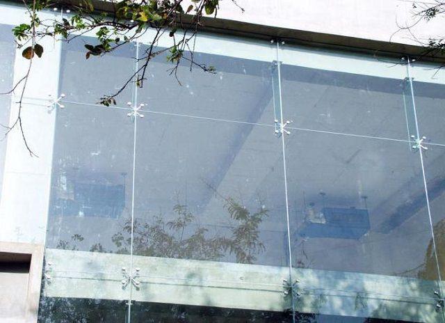 Спайдерный стеклянный фасад