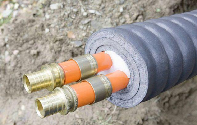 Даже если трубопроводы заглублены ниже уровня промерзания грунта, термоизоляция все равно нужна – чтобы не допустить ненужных тепловых потерь