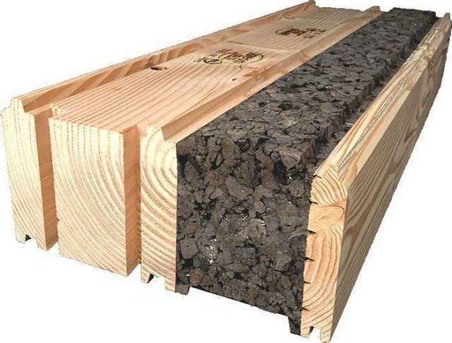 Еще один вариант утепления – пробковые плиты размещены между стеной из бруса и внешней обшивкой из натуральной вагонки