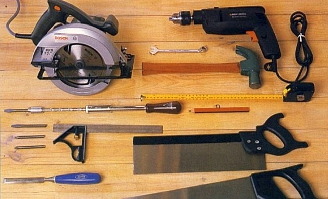 Набор качественных столярных инструментов никогда не помешает любому владельцу собственного дома