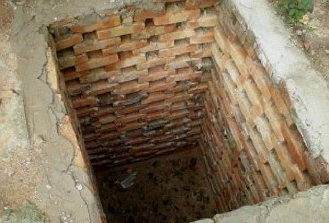 Вариант ямы со стенками из прореженной кирпичной кладки