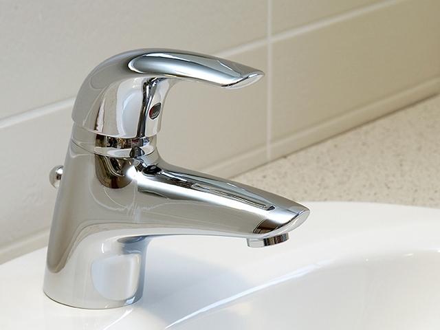 Перемещение рычага в двух плоскостях позволяет регулировать и температуру воды, и интенсивность ее потока