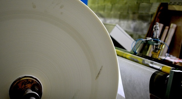 Процесс производства стеклохолста-«паутинки» схож с изготовлением обычной бумаги