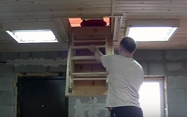 Вот такую раскладную лестницу на чердак вполне способен изготовить самостоятельно «мастеровитый» хозяин дома