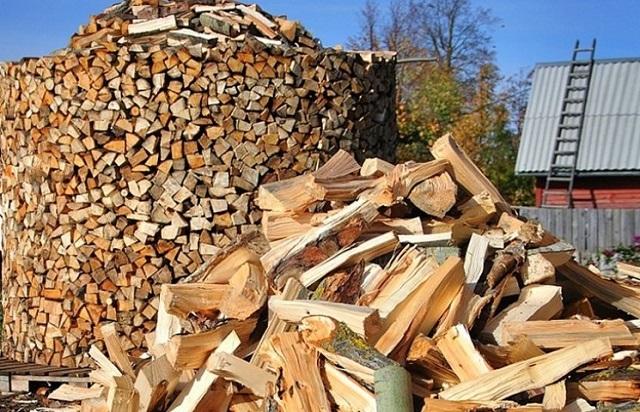 На качество дров следует обращать особое внимание, иначе можно очень быстро «загубить» дорогостоящую печь