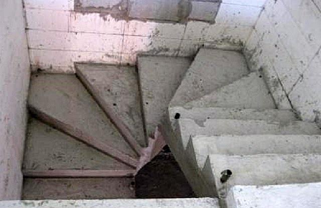 Бетонная лестница — хорошее решение для капитального погреба, но нужно быть готовым к довольно масштабным работам